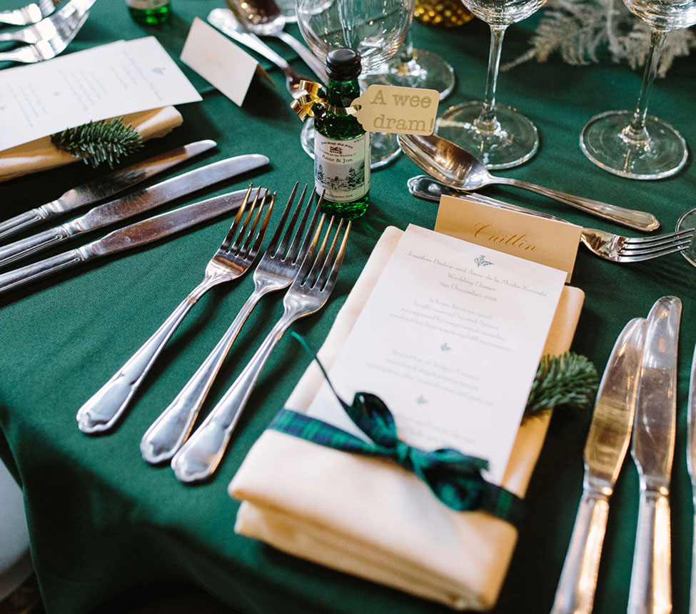 Green Essential table linen
